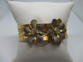 Holly Yashi goldcoloured Niobium bangle Napier New Zealand